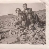 خانوادگی در راه صعود به عینالی